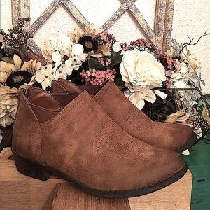 BOHO BROWN DISTRESSED BOOTS SUEDE CATn JACK  6 1/2